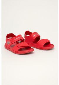 Czerwone sandały New Balance na rzepy