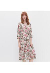 Kremowa sukienka Reserved w kwiaty