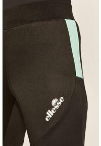 Czarne spodnie dresowe Ellesse z nadrukiem