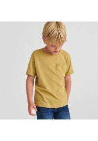 Reserved - Melanżowy t-shirt z kieszonką - Brązowy. Kolor: brązowy. Wzór: melanż