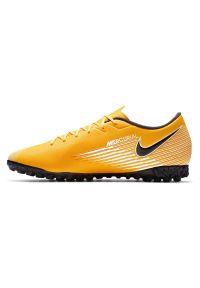 Buty piłkarskie turfy Nike Mercurial Vapor 13 Academy TF AT7996. Okazja: na imprezę. Materiał: guma, skóra, materiał, syntetyk. Szerokość cholewki: normalna. Sport: piłka nożna