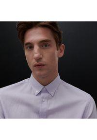 Reserved - Koszula regular fit z domieszką lnu - Fioletowy. Kolor: fioletowy. Materiał: len