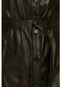 Vero Moda - Sukienka. Kolor: czarny. Długość rękawa: krótki rękaw. Typ sukienki: rozkloszowane