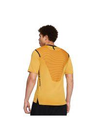 Koszulka męska Nike Pro AeroAdapt BV5510. Materiał: dzianina, elastan, skóra, materiał, poliester, nylon. Technologia: Dri-Fit (Nike). Długość: długie. Sport: fitness