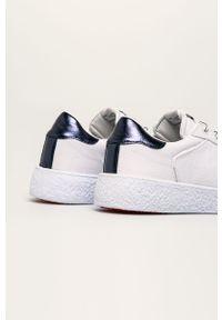 Białe buty sportowe Pepe Jeans na obcasie, na sznurówki, na średnim obcasie