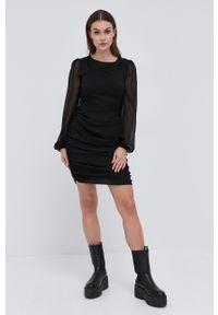 Young Poets Society - Sukienka Kaia. Typ kołnierza: kołnierzyk stójkowy. Kolor: czarny. Materiał: tkanina. Długość rękawa: długi rękaw. Typ sukienki: rozkloszowane