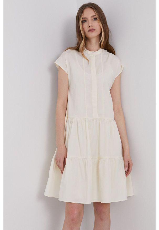Samsoe & Samsoe - Samsoe Samsoe - Sukienka. Kolor: beżowy. Materiał: tkanina. Długość rękawa: krótki rękaw. Wzór: gładki. Typ sukienki: rozkloszowane