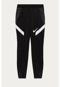 Czarne spodnie dresowe Nike Kids casualowe, na co dzień, z nadrukiem