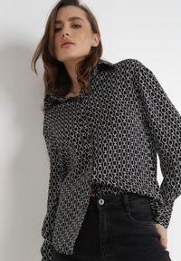 Born2be - Czarna Koszula Nysoya. Okazja: na spotkanie biznesowe. Kolor: czarny. Materiał: jeans, materiał. Długość rękawa: długi rękaw. Długość: długie. Wzór: aplikacja, nadruk. Styl: klasyczny, biznesowy