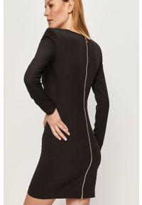 Czarna sukienka Answear Lab prosta, na co dzień, z dekoltem karo, mini