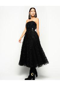 Pinko - PINKO - Czarna sukienka tiulowa Jonny. Kolor: czarny. Materiał: tiul. Długość rękawa: bez ramiączek. Wzór: haft, kwiaty. Typ sukienki: rozkloszowane
