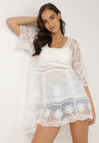 Born2be - Biała Sukienka Nedatai. Okazja: na plażę. Typ kołnierza: kokarda, dekolt w kształcie V. Kolor: biały. Wzór: haft, ażurowy. Styl: boho