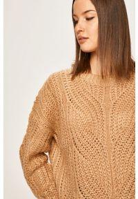 Złoty sweter ANSWEAR z okrągłym kołnierzem