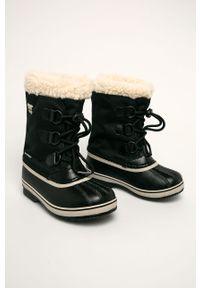 Czarne buty zimowe sorel z okrągłym noskiem, z cholewką