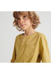 Reserved - Bawełniana koszulka z guzikami - Brązowy. Kolor: brązowy. Materiał: bawełna