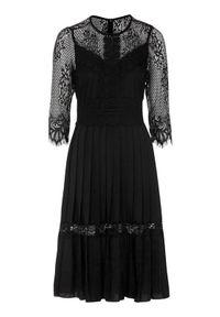 Czarna sukienka Happy Holly plisowana, w koronkowe wzory #1