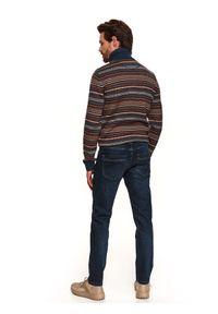 TOP SECRET - Spodnie denim o kroju slim. Okazja: do pracy, na co dzień. Kolor: niebieski. Materiał: denim. Długość: długie. Sezon: wiosna. Styl: klasyczny, casual