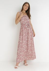 Born2be - Różowa Sukienka Chreirleiada. Kolor: różowy. Materiał: materiał. Długość rękawa: na ramiączkach. Wzór: kwiaty, ażurowy, aplikacja. Styl: klasyczny. Długość: maxi