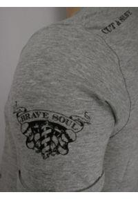 Szary Bawełniany T-Shirt Męski -Brave Soul- Koszulka, Krótki Rękaw, Barber, Brodacz, Fryzjer. Okazja: na co dzień. Kolor: szary. Materiał: wiskoza, bawełna. Długość rękawa: krótki rękaw. Długość: krótkie. Wzór: nadruk. Sezon: wiosna, lato. Styl: casual
