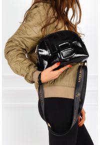 Laura Biaggi - Czarna torebka mała lakierowana laura biaggi js208. Kolor: czarny. Materiał: lakierowane