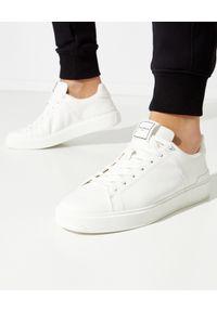 Balmain - BALMAIN - Białe sneakersy ze skóry B-Court. Okazja: na co dzień. Kolor: biały. Materiał: skóra