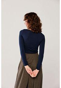 Marie Zélie - Bluzka Eunika granatowa. Okazja: na co dzień. Kolor: niebieski. Materiał: dzianina, elastan, skóra, materiał, bawełna. Długość rękawa: długi rękaw. Długość: długie. Sezon: lato. Styl: casual