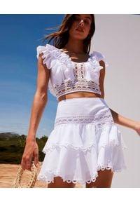 CHARO RUIZ IBIZA - Biała spódnica z falbanami Shelly. Kolor: biały. Materiał: koronka, bawełna. Wzór: geometria, aplikacja, koronka