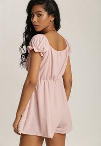 Renee - Różowy Kombinezon Calomene. Kolor: różowy. Długość: krótkie