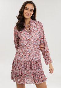 Różowa sukienka mini Born2be