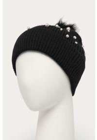 Czarna czapka Morgan z aplikacjami