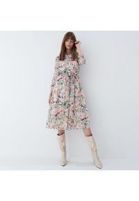 Mohito - Sukienka w kwiaty - Kremowy. Kolor: kremowy. Wzór: kwiaty