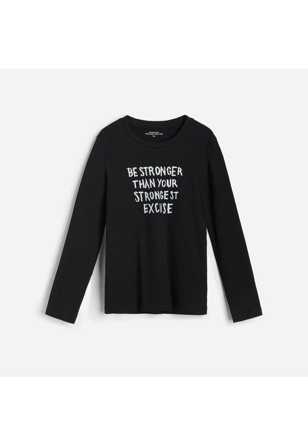 Czarna koszulka z długim rękawem Reserved z napisami