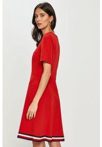 Czerwona sukienka TOMMY HILFIGER na co dzień, casualowa