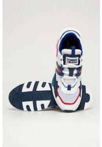 Białe sneakersy Tommy Jeans z okrągłym noskiem, na sznurówki