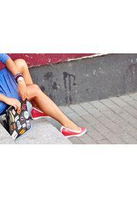 Zapato - półbuty na koturnie - skóra naturalna - model 024 - kolor granat. Okazja: na spotkanie biznesowe. Materiał: skóra. Wzór: nadruk, kolorowy, gładki. Obcas: na koturnie. Styl: biznesowy, sportowy, klasyczny, glamour, elegancki. Wysokość obcasa: wysoki
