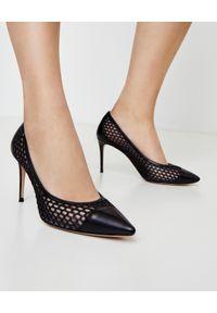 CASADEI - Czarne ażurowe szpilki Casadei. Kolor: czarny. Materiał: jeans. Wzór: ażurowy. Obcas: na szpilce. Wysokość obcasa: wysoki