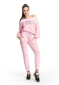 FJ! - bluza Sensation - Pink. Typ kołnierza: dekolt hiszpanka. Materiał: bawełna, dzianina, elastan. Wzór: kropki, aplikacja. Sezon: lato