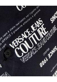 Versace Jeans Couture - VERSACE JEANS COUTURE - Czarna koszula z logo. Kolor: czarny. Materiał: tkanina. Długość rękawa: długi rękaw. Długość: długie. Wzór: aplikacja