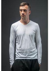 Hultaj Polski - Bluzka biała męska. Typ kołnierza: dekolt w serek. Kolor: biały. Materiał: tkanina, dzianina, bawełna. Długość rękawa: długi rękaw. Długość: długie