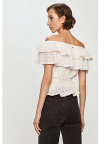 Biała bluzka Guess na co dzień, z dekoltem typu hiszpanka