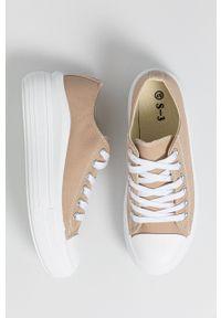 Answear Lab - Tenisówki. Nosek buta: okrągły. Zapięcie: sznurówki. Kolor: beżowy. Materiał: guma. Obcas: na platformie. Styl: wakacyjny