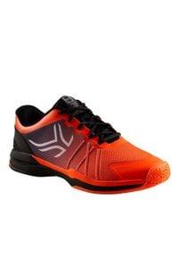 ARTENGO - Buty tenisowe TS590 męskie na twardą nawierzchnię. Kolor: wielokolorowy, pomarańczowy, czarny, czerwony. Materiał: kauczuk. Szerokość cholewki: normalna. Sport: tenis