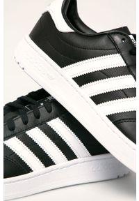 Czarne sneakersy adidas Originals z okrągłym noskiem, z cholewką