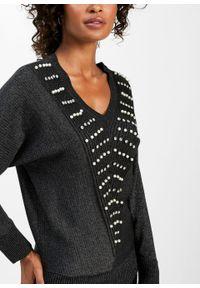 Czarny sweter bonprix z dekoltem w serek, klasyczny
