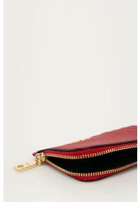 Czerwony portfel DKNY