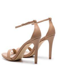 Beżowe sandały Steve Madden eleganckie