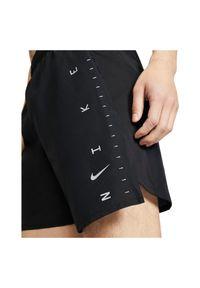 Spodenki męskie do biegania Nike Challenger CQ0107. Materiał: tkanina, materiał, poliester. Technologia: Dri-Fit (Nike). Sport: bieganie