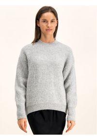 Szary sweter klasyczny Hugo