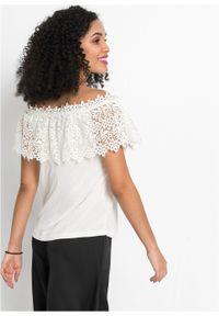 Shirt z dekoltem carmen i koronką bonprix biel wełny. Typ kołnierza: typu carmen. Kolor: biały. Materiał: wełna, koronka. Wzór: koronka