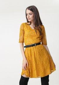Born2be - Żółta Sukienka Olinda. Kolor: żółty